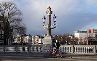 Nederland  Amsterdam   12- 01- 2021.  De Blauwbrug.    Foto : ANP/ HH / Berlinda van Dam