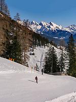 Lift und Piste zur Bergstation Alpjoch, Ski-Gebiet Hochimst bei Imst, Tirol, Österreich, Europa<br /> skilift and piste, hillstation Alpjoch, skiing area Hochimst, Imst, Tyrol, Austria, Europe
