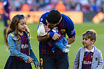 Luis Alberto Suarez Diaz of FC Barcelona, with his kids Delfina and Benjamin, kisses his baby son Lautaro prior to the La Liga 2018-19 match between FC Barcelona and Real Betis at Camp Nou, on November 11 2018 in Barcelona, Spain. Photo by Vicens Gimenez / Power Sport Images