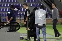 PASTO - COLOMBIA, 02-02-2021: Carlos Andres Betancur, árbitro, revisa una jugada en el VAR durante partido por la fecha 4 como parte de la Liga BetPlay DIMAYOR I 2021 entre Deportivo Pasto y Atlético Nacional jugado en el estadio Departamental La Libertad de Pasto. / Carlos Andres Betancur, referee, checks a play on the VAR during the match for the date 4 as part of BetPlay DIMAYOR League I 2021 between Deportivo Pasto and Atletico Nacional played at Departamental La Libertad stadium in Pasto.  Photo: VizzorImage / Leonardo Castro / Cont