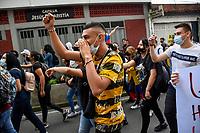ARMENIA - COLOMBIA, 03-05-2021: Cientos de personas se congregaron el centro de la ciudad de Armenia hoy, 03 mayo de 2021, durante el quinto día de protestas del Paro Nacional convocado por la reforma tributaria y de la salud que adelanta el gobierno de Ivan Duque además de la precaria situación social y económica que vive Colombia. El paro fue convocado por sindicatos, organizaciones sociales, estudiantes y la oposición y sumando el día del trabajo lleva 5 días de marchas y protestas. / The transporters and taxi drivers of the city of Cali made caravans today, May 03, 2021, during the fifth day of the National Strike called by the tax and health reform carried out by the government of Ivan Duque in addition to the precarious social and economic situation that Colombia is experiencing. The strike was called by unions, social organizations, students and the opposition and adding the day of labor has been 5 days of marches and protests. Photo: VizzorImage / Nelson Rios / Cont