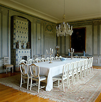 The dining room features fresco-like decorations in the style of Louis Masreliez and the dining chairs are reproductions of a set by J.E. Hoglander