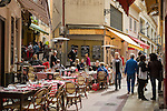 France, Provence-Alpes-Côte d'Azur, Nice: eating out in Old Town quarter, at Rue Pairolière   Frankreich, Provence-Alpes-Côte d'Azur, Nizza: typisch provenzalisch Essen gehen in Nizzas Altstadtgassen, hier in der Rue Pairolière