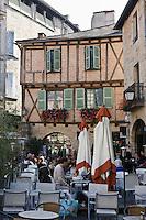 Europe/France/Midi-Pyrénées/46/Lot/Figeac: Place Champollion- Vieille demeure et terrasses des cafés