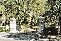 St. Louis: Entrance--Lenox Place. Photo '78.