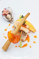 Europe/France/Bretagne/22/Côtes d'Armor/Saint-Brieuc: Merlan, citronelle, salsifi, huître braisée, huile de crevette, recette de  Jean-Marie Baudic  restaurant: Youpala Bistrot