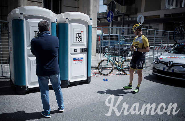 waiting goes for riders as it goes for mortals<br /> <br /> 2015 Giro<br /> stage 5: La Spezia - Abetone (152km)