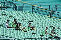 PALMIRA - COLOMBIA, 27-09-2020: Jugadores suplentes de Alianza con protocolo de bioseguridad. Deportivo Cali y Alianza Petrolera en partido por la fecha 10 de la Liga BetPlay DIMAYOR I 2020 jugado en el estadio Deportivo Cali de la ciudad de Palmira. / Alianza alternate players with biosecurity protocol. Deportivo Cali and Alianza Petrolera in match for the date 10 as part of BetPlay DIMAYOR League I 2020 played at Deportivo Cali stadium in Palmira city.  Photo: VizzorImage / Gabriel Aponte / Staff