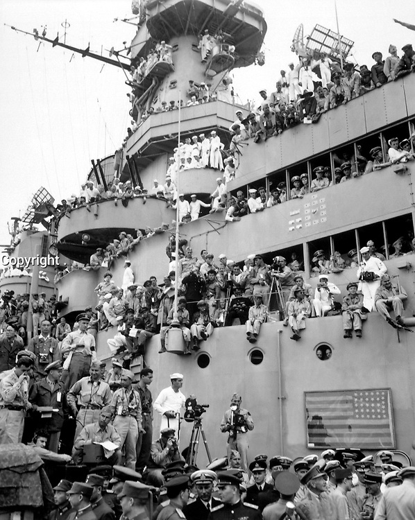 Spectators and photographers pick vantage spots on the deck of the USS MISSOURI in Tokyo Bay, to witness the formal Japanese surrender proceedings.  September 2, 1945. (Army)<br /> NARA FILE #:  111-SC-210644<br /> WAR & CONFLICT BOOK #:  1361