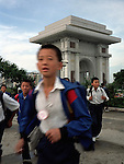"""NR00029/The Arch of Triumph marks the spot where Kim Il Sung made his rallying speech following the departure of the Japanese. 6o meters high , it has dozens of rooms, balconies, and """"modern"""" lifts..COREE DU NORD/NORTH KOREA.Avril 2000"""
