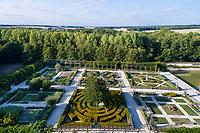 France, Loiret (45), Chilleurs-aux-Bois, château de Chamerolles et jardins d'inspiration renaissance  (vue aérienne)