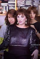 Asia Argento posa insieme alla madre Daria Nicolodi e la sorella Fiore Argento  nella sua casa di Roma. Foto 1984