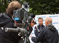 12-09-12, Netherlands, Amsterdam, Tennis, Daviscup Netherlands-Swiss, Press-conference Netherlands, Captain Jan Siemerink for Durch TV NOS, being interviews bin Martin Vriesema.