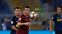 Calcio, Serie A: Roma vs Inter. Roma, stadio Olimpico, 2 ottobre 2016.<br /> Roma's Alessandro Florenzi controls the ball during the Italian Serie A football match between Roma and FC Inter at Rome's Olympic stadium, 2 October 2016.<br /> UPDATE IMAGES PRESS/Isabella Bonotto