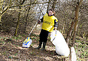 20/04/2010   Copyright  Pic : James Stewart.20_helix_litter  .::  HELIX PROJECT ::  KIDS FROM BRAES HIGH SCHOOL TAKE PART IN THE LITTER PICK AT THE FORTH & CLYDE CANAL BETWEEN LOCK 2 AND THE BLUE BRIDGE ::.