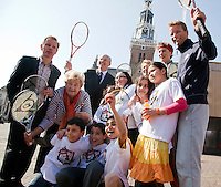 2-4-09, Alkmaar, Opening REAAL straattennis met Erica Terpstra en Jan Siemerink