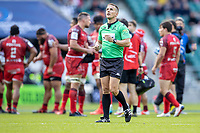22nd May 2021; Twickenham, London, England; European Rugby Champions Cup Final, La Rochelle versus Toulouse; Referee Luke Pearce looks at the TMO for the red card decision for Ihaia West of La Rochelle