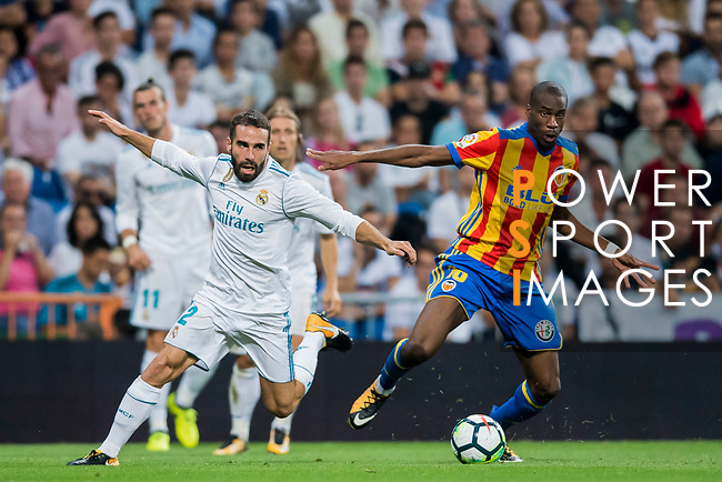 Daniel Carvajal Ramos (l) of Real Madrid competes for the ball with Geoffrey Kondogbia of Valencia CF during their La Liga 2017-18 match between Real Madrid and Valencia CF at the Estadio Santiago Bernabeu on 27 August 2017 in Madrid, Spain. Photo by Diego Gonzalez / Power Sport Images