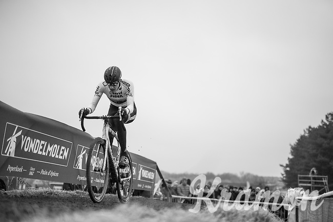 race leader for most of the race is European Champion Toon Aerts (BEL/Telenet-Fidea) <br /> <br /> GP Sven Nys 2017