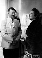 Abendempfang im Hause von Reichsaussenminister Joachim v. Ribbentrop an der Lentzeallee in Dahlem; Adolf Hitler im Gespraech mit der Schauspielerin Olga Tschechowa - 22.05.1939 Pelzmode Nerz Umhang<br /> <br /> - 22.05.1939<br /> <br /> Es obliegt dem Nutzer zu prüfen, ob Rechte Dritter an den Bildinhalten der beabsichtigten Nutzung des Bildmaterials entgegen stehen.<br /> <br /> HITLER & TSCHECHOWA, 1939. German Chancellor Adolf Hitler with German actress Olga Tschechowa during a reception at the house of Foreign Minister Joachim von Ribbentropp in Dahlem, Berlin, 22 May 1939.<br /> <br /> - 22.05.1939<br /> <br /> It is in the duty of the user of the image to clear prior to usage if any Third Party rights preclude the intended use.