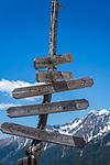 Austria, East-Tyrol: hiking sign near Staller Sattel passroad in Defereggen Valley | Oesterreich, Ost-Tirol: Wanderwegweiser am Ende des Defereggental am Staller Sattel