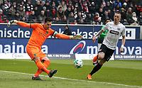 03.03.2018, Commerzbank - Arena, Frankfurt, GER, 1.FBL, Eintracht Frankfurt vs Hannover 96 , <br />goalkeeper Philipp Tschauner (Hannover), Marius Wolf (Frankfurt) *** Local Caption *** © pixathlon
