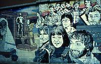 Milano 1977.Murales realizzati in via Sismondi da un gruppo di giovani della sinistra alternativa su temi di carattere sociale. .Foto Livio Senigalliesi