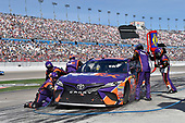 2017 Monster Energy NASCAR Cup Series - Kobalt 400<br /> Las Vegas Motor Speedway - Las Vegas, NV USA<br /> Sunday 12 March 2017<br /> Denny Hamlin, FedEx Office Toyota Camry pit stop<br /> World Copyright: Nigel Kinrade/LAT Images<br /> ref: Digital Image 17LAS1nk07280