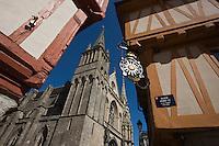 Europe/France/Bretagne/56/Morbihan/ Golfe du Morbihan/Vannes: vieilles demeures et Cathédrale Saint-Pierre  Place Henri-IV