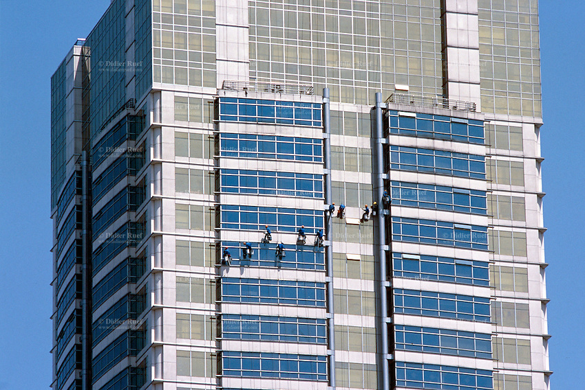 China. Shanghai. Downtown. City center. Workers clean the windows on a new built building which forms the architecture and the style of Shanghai, a new and fast growing megalopolis. © 2002 Didier Ruef / pixsil.com