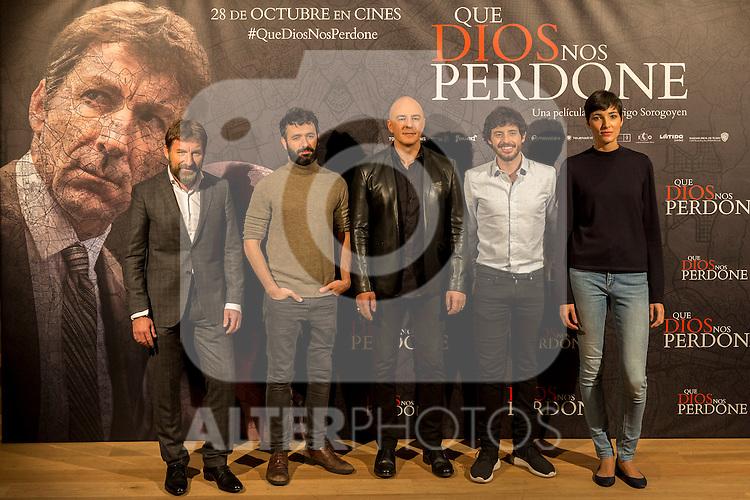 "Antonio de la Torre,  Rodrigo Sorogoyen Roberto Alamo, Javier Pereira and ISabel Pena during the photocall of ""Que Dios nos perdone""  in Madrid, Spain. October 25, 2016. (ALTERPHOTOS/Rodrigo Jimenez)"