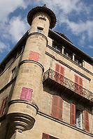 Europe/France/Midi-Pyrénées/46/Lot/Figeac: Maison Cisteron, 18, place Carnot Au dessus d'un rez-de-chaussée du XII ème, sélèvent de sobres façades du XVII ème siècle de part et d'autre d'une tourelle d'angle.