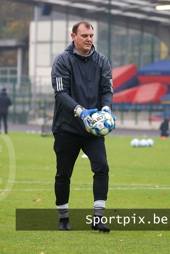 Goalkeeper coach Frank Verwimp (Woluwe) during the warm up before a female soccer game between FC Femina WS Woluwe and RSC Anderlecht Women on the eight match day of the 2020 - 2021 season of Belgian Women's Super League , Sunday 22nd of November 2020  in Woluwe, Belgium . PHOTO SPORTPIX.BE | SPP | SEVIL OKTEM
