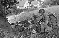 - Franco-German bilateral military exercise in Bavaria, French paratroopers, September 1987<br /> <br /> - Esercitazione militare bilaterale franco-tedesca in Baviera, paracadutisti francesi, Settembre 1987