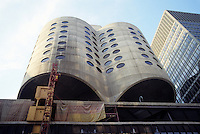 "Chicago: Prentice Women's Hospital, 320 East Huron. Bertrand Goldberg Assoc. 1975. A 7 story ""Geotower"" cantilevered over four story rectangular base."