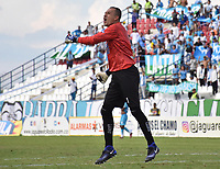 MONTERÍA - COLOMBIA ,28-04-2019:Nelson Ramos guardameta del Atlético Bucaramanga celebra el gol de su compañero de equipo John Freddy Perez  durante partido por la fecha 18 de la Liga Águila I 2019 jugado en el estadio Municipal Jaraguay de Montería . /Nelson Ramos goalkeeper of Atlético Bucaramanga celebrates the goal of his teammate John Freddy Perez during the match for the date 18 of the Liga Aguila I 2019 played at Municipal Jaraguay Satdium in Monteria City . Photo: VizzorImage / Andrés Felipe López  / Contribuidor.