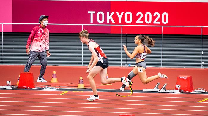 Zachary Gingras and Marissa Papaconstantinou, Tokyo 2020  -  <br /> Para Athletics // Para-athlétisme.<br /> Canada competes in the 4x100m universal relay heats // Le Canada participe aux séries éliminatoires du relais universel 4x100m. 03/09/2021.