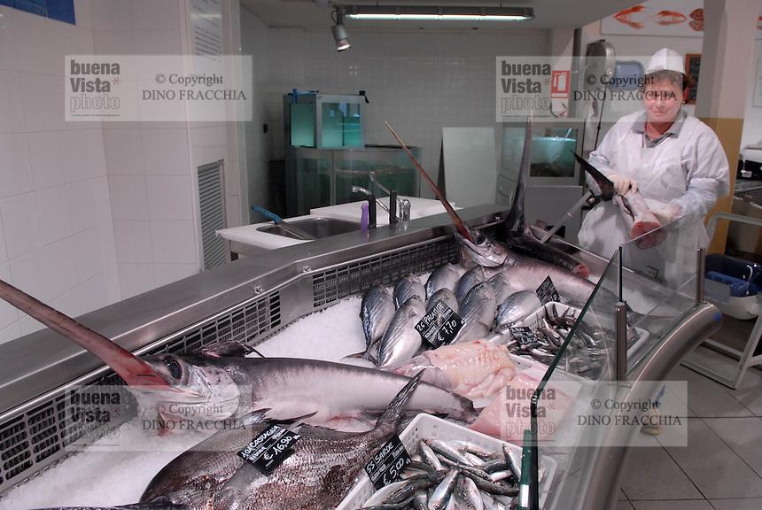 - Eataly, market for the sale of quality Italian food, fish counter<br /> <br /> - Eataly, market per la vendita del cibo italiano di qualità, banco della pescheria