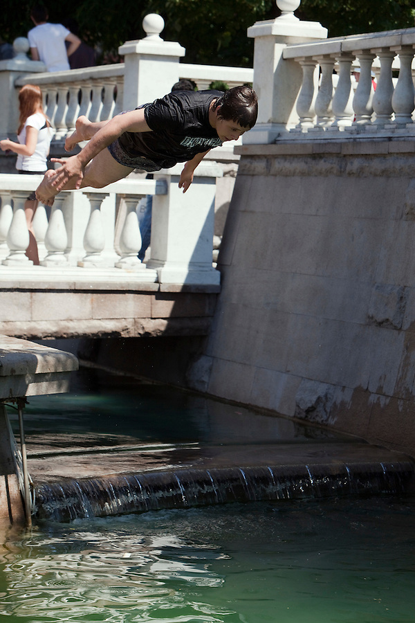 Moscow, Russia, 25/06/2010..A teenager dives into fountains next to the Kremlin and Red Square during a heatwave that has seen temperatures of up to 37C, a record for the month of June.