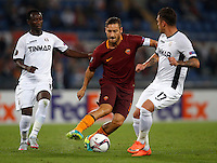 Calcio, Europa League: Roma vs Astra Giurgiu. Roma, stadio Olimpico, 29 settembre 2016.<br /> Roma's Francesco Totti, center, is challenged by Astra Giurgiu's Boubacar Mansaly, left, and Viorel Nicoara, during the Europa League Group E soccer match between Roma and Astra Giurgiu at Rome's Olympic stadium, 29 September 2016. Roma won 4-0.<br /> UPDATE IMAGES PRESS/Isabella Bonotto
