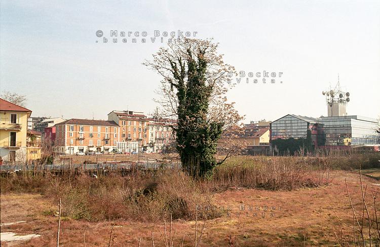 """Milano, quartiere Bovisa, periferia nord. Il terreno occupato un tempo dalla fabbrica di saponi """"Sirio"""" --- Milan, Bovisa district, north periphery. The ground once occupied by soap factory """"Sirio"""""""