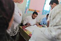 23 ottobre 2011 Tunisi, elezioni libere per l'Assemblea Costituente, le prime della Primavera araba: persone in un seggio elettorale.<br /> premieres elections libres en Tunisie octobre <br /> tunisian elections,October 23, 2011 Tunis, free elections for the Constituent Assembly, the first of the Arab Spring: People at a polling station.