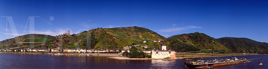 Kaub and the Pfalzgrafenstein Fort/Customs House on the River Rhine narrows between Koblenz and Mainz.   Germany.  One of the most attractive stretches of the Rhine Valley..
