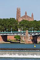 Europe/France/Midi-Pyrénées/31/Haute-Garonne/Toulouse: Les bords de la Garonne, le Pont Saint-Pierre et le Couvent des Jacobins en arrière-plan