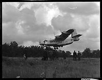 . 20 Mai 1965. Vue d'un attérissage d'un Bréguet à proximité de la forêt de Bouconne.