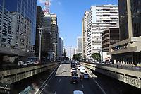 SÃO PAULO, SP, 03.06.2021 - TRÂNSITO-SP - Movimentação de veículos e ciclistas na Avenida Paulista, em São Paulo, nesta quinta-feira, 3. (Foto Charles Sholl/Brazil Photo Press)