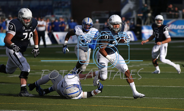 Nevada's Chris Solomon runs up the middle during the first half of an NCAA football game against Air Force, in Reno, Nev., on Saturday, Sept. 28, 2013. <br /> Photo by Cathleen Allison