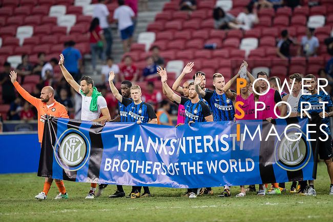 FC Internazionale squad thanking fans during the International Champions Cup match between FC Bayern and FC Internazionale at National Stadium on July 27, 2017 in Singapore. Photo by Marcio Rodrigo Machado / Power Sport Images