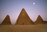 - northern Sudan, meroitic civilization, pyramids of Djebel Barkal....- Sudan settentrionale, civiltà Meroitica, piramidi di Djebel Barkal