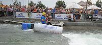 """Best of Pappbootrennen 2013 im Kanupark Markkleeberg anlässlich des Wasserfest 2013 - Team """"Alles Käse"""" (Käse Lehmann) mit ihrem schwimmenden Paket Stinkerkäse, das sogar mit Steuermann Holger bis ins Ziel kam . Foto: Norman Rembarz"""